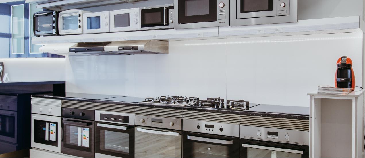 Integración de electrodomésticos en cocinas con espacio reducido